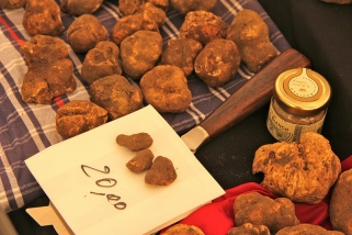 Truffles for Sale Photo credit: Michela Simoncini / Foter.com / CC BY]