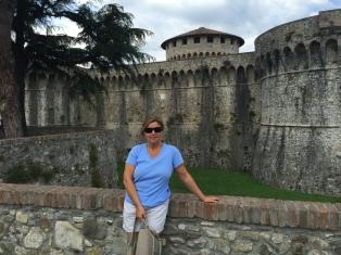 @travelwithlisa Lisa Vogele at Fortezza Firmafede, Sarzana, Italy