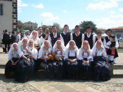 1024px-gruppo_folk_milis_pizzinnu-milis-san_giorgio-2
